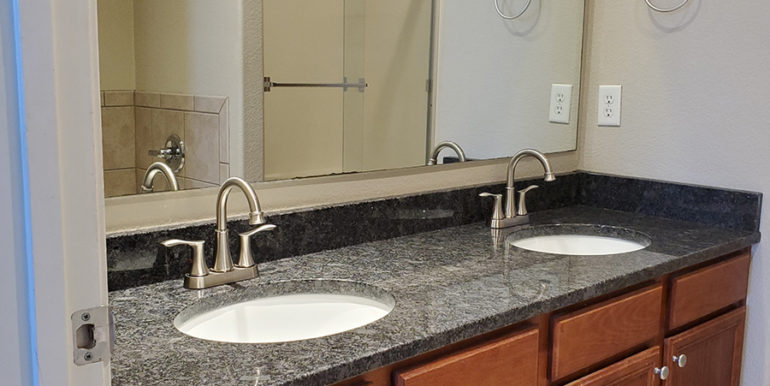 Camson-2-bedroom-townhome-updated-bathroom-photo-2